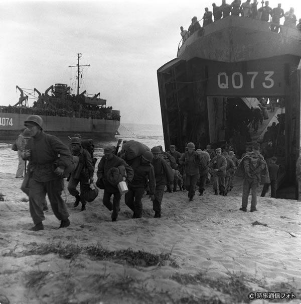 朝鮮戦争~米軍の仁川上陸作戦(1950) (時事通信フォト提供)